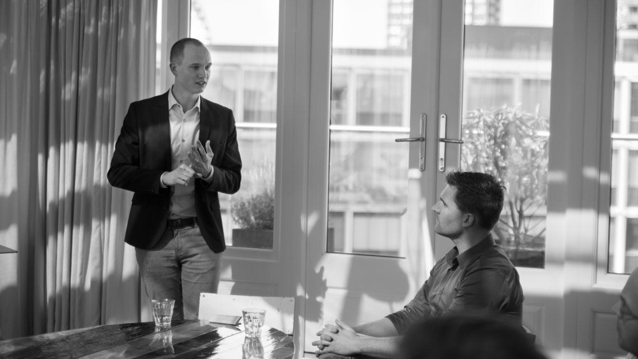 Geert Broekhuizen houdt presentatie over BEAT